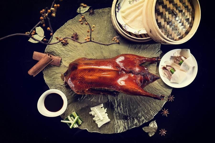 漂亮廣式海鮮餐廳在台北君悅酒店2019線上旅展推出 相當於62折的「黃金片皮燒全鵝歡享4人券」。(台北君悅酒店提供)