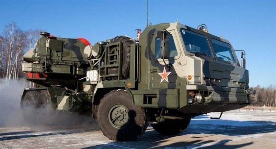 俄最先進的防空系統S-500以拖車運送發射與雷達裝置,機動性強,較能有效躲避敵方攻擊。(圖/俄羅斯國防部)