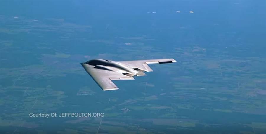 傑夫博萊頓拍攝1分鐘的短片,簡單介紹B-2轟炸機。(圖/jeffbolton)