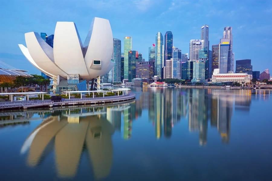 新加坡雖論是最受歡迎護照、經濟成長率或大學排名等項目經常名列前茅,其中,全球最貴城市排行榜更屢屢上榜。(達志影像/shutterstock)