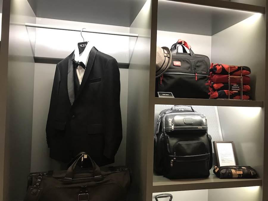 克里斯普瑞特的西裝、公事包展示。(潘鈺楨攝)