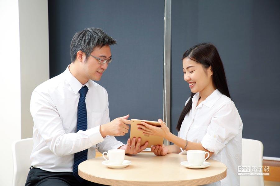 中壽秉持「愛與關懷」核心,透過數位轉型擁抱業務智能,驅動七心級進化,以科技賦能帶來嶄新有感服務體驗。圖/中壽提供