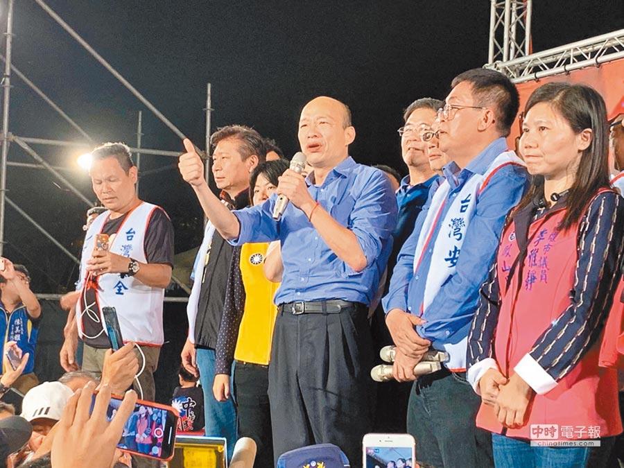4月27日韓國瑜登台向韓粉致謝,表示收到大家的心意。(本報系記者劉宥廷攝)