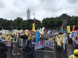 「多休假、多保障」 五一勞工大遊行雨中登場