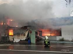 汽車修護廠大火 影響高速公路車流