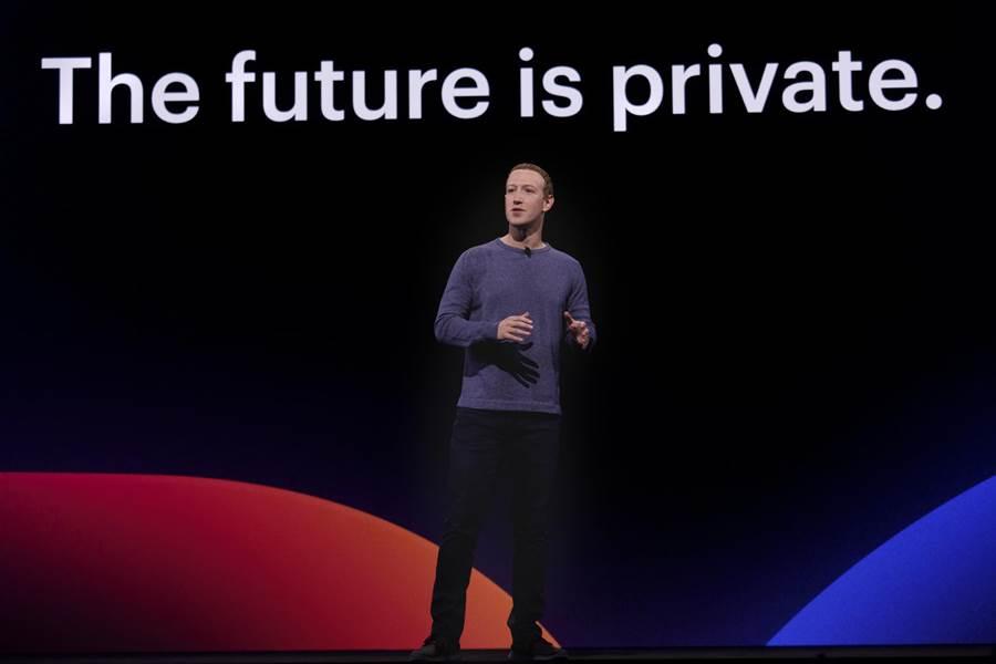 按照往例,Facebook CEO Mark Zuckerberg  F8 2019 主題演講中率先開場。(圖/Facebook 提供)
