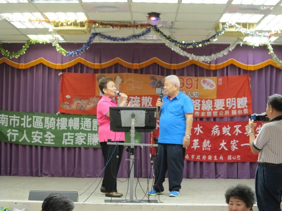 民政局強調會確保民眾到活動中心繼續開心歡唱。(曹婷婷攝)