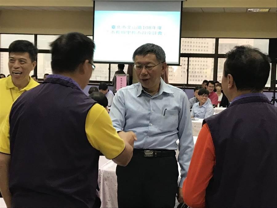 柯文哲今坦言,前總統陳水扁保外就醫還趴趴走也是怪,他認為扁案應該要做個結束。(張潼攝)