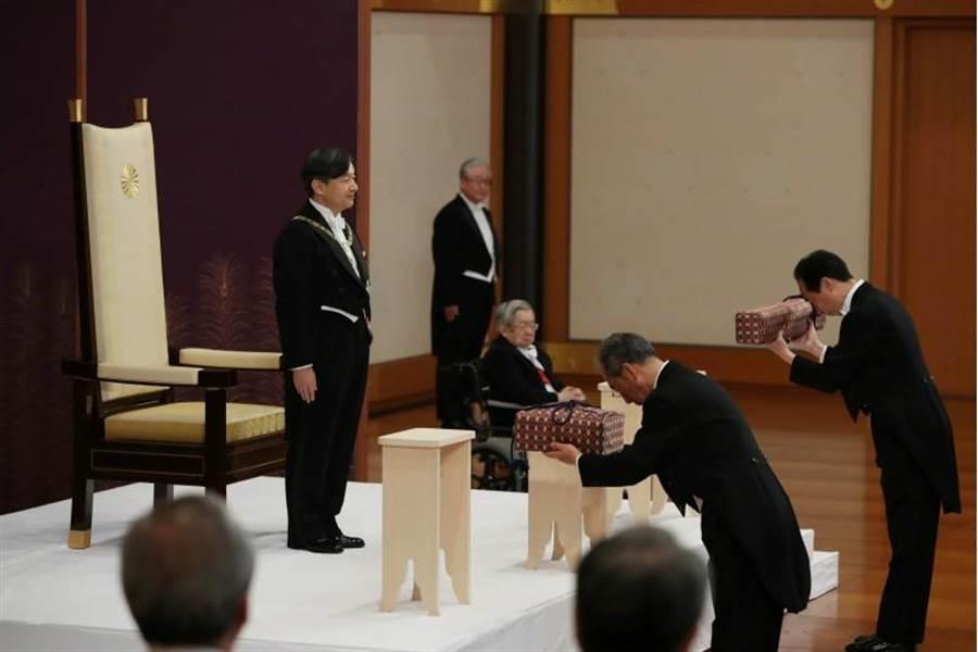 日本新天皇德仁5月1日在即位大典中登基。(路透)
