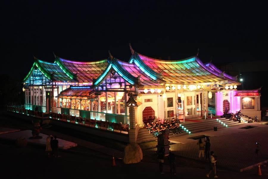 全台首座台灣玻璃廟在彰化。(彰化縣政府提供)