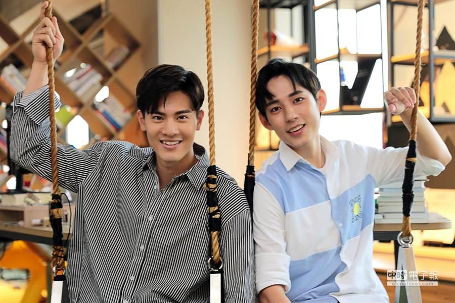 網路劇《圈套》兩位男主角吳承洋(左)、徐鈞浩(右)接受《中時電子報》專訪。(圖/記者廖映翔攝)