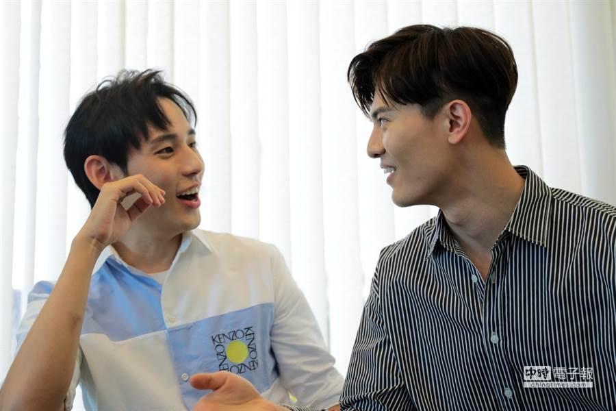 徐鈞浩(左)與吳承洋(右)兩人在劇中有大尺度床戲,不過兩人還是將肌肉擔當給了同劇演員卞慶華。(圖/記者廖映翔攝)