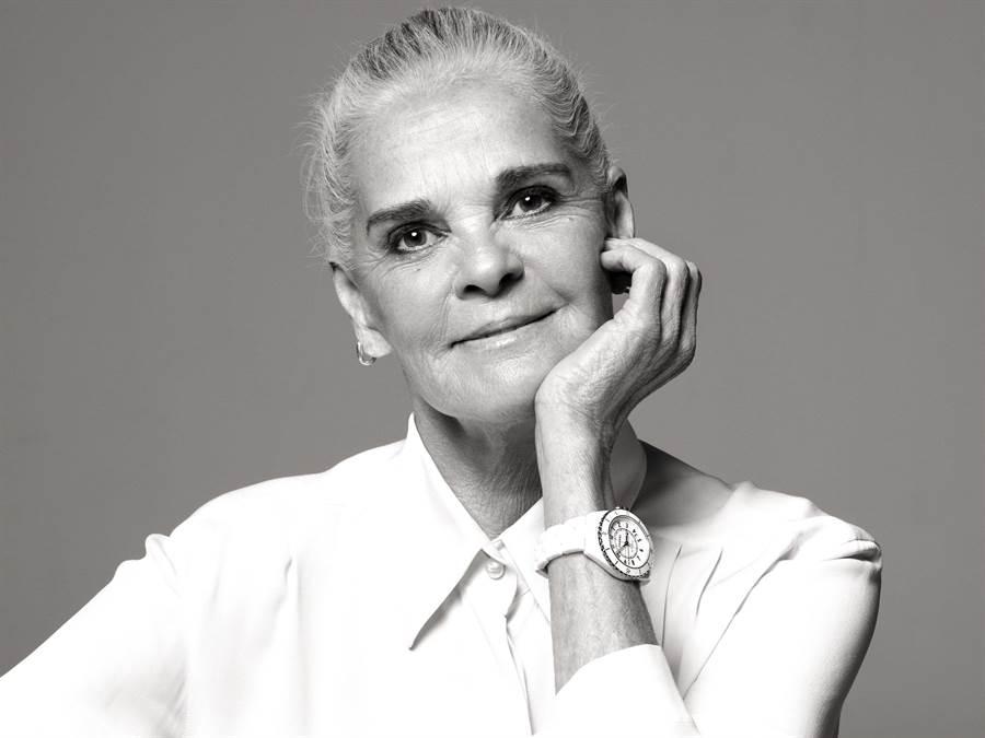 高齡80歲的Ali MacGraw分享年輕時拍攝香奈兒香水廣告,因而改變她的一生。(CHANEL提供)