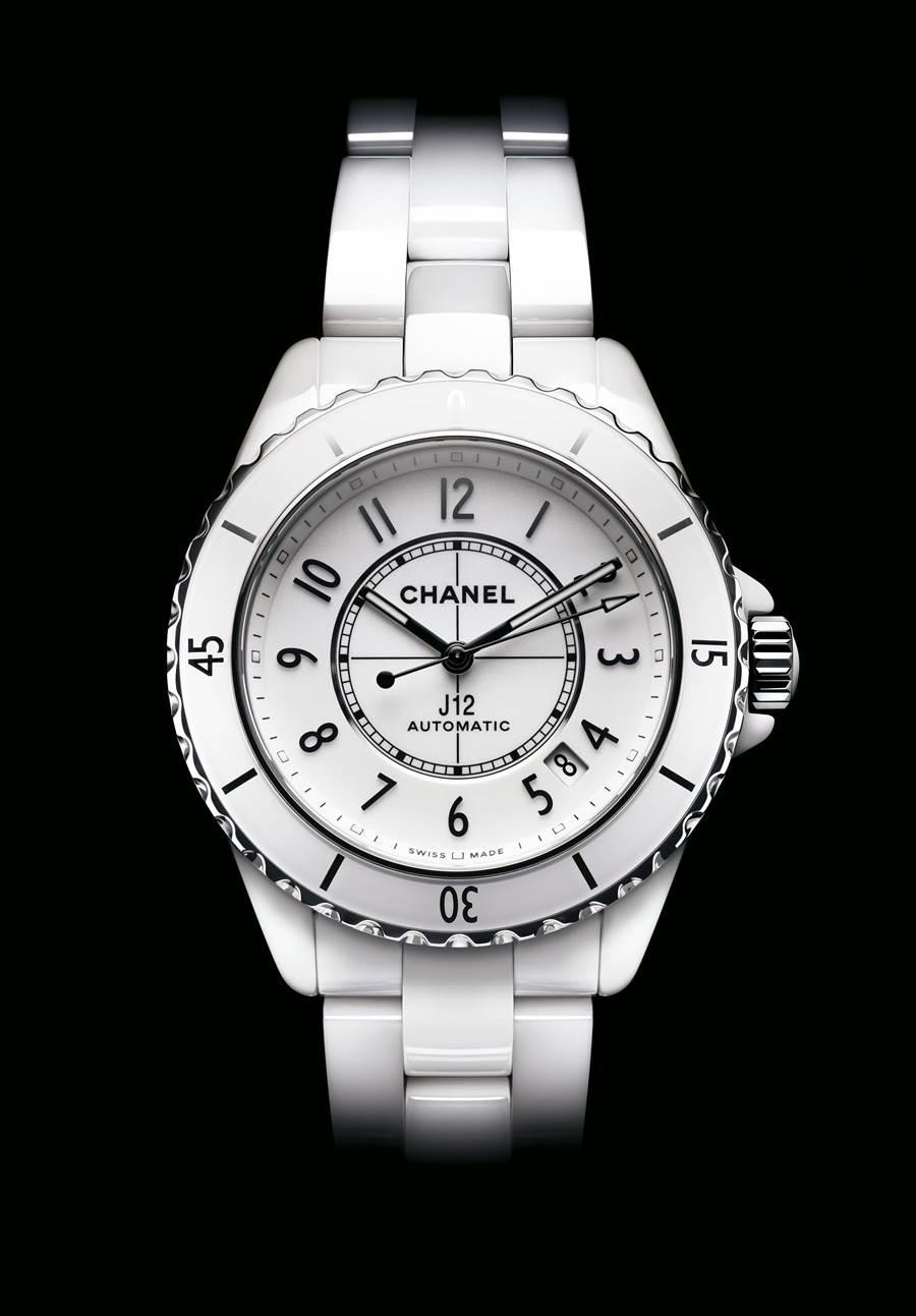 香奈兒J12白色抗磨精密陶瓷腕表,機芯、功能、材質再升級,動力儲存70小時,保固延長到5年。(CHANEL提供)