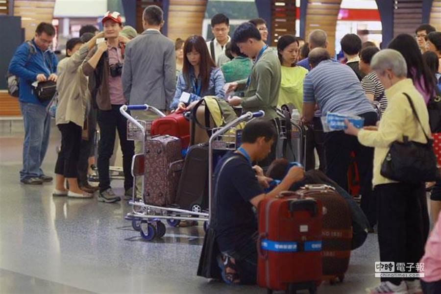 明年有6個3天連假,想出國的民眾可提早安排。(資料照)