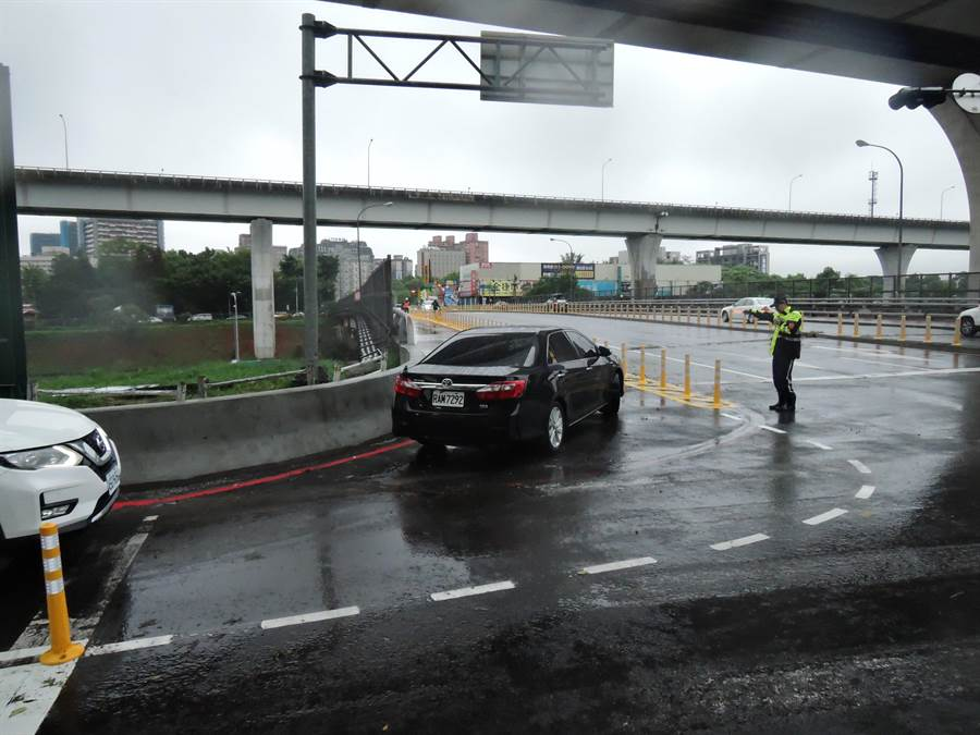 林口A南出匝道實施第二階段交通改善措施首日,行車順暢。(葉德正翻攝)