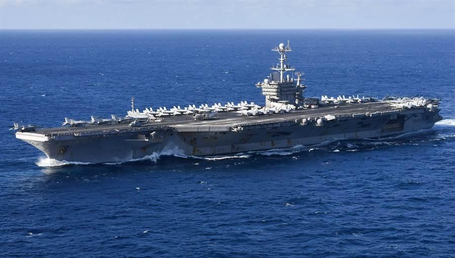 「杜魯門」號航母4月7日穿越大西洋的資料照。(美國海軍)