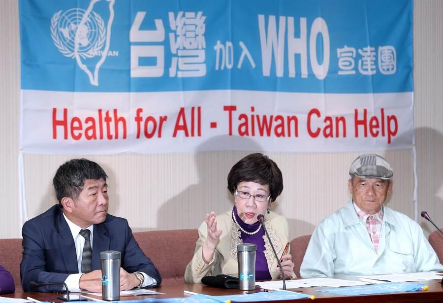 台灣加入WHO宣達團團長蔡明憲(右)、前副總統呂秀蓮(中)表示,在中國打壓下,我國目前仍未收到今年WHA邀請函,建請蔡英文總統召開記者會向國際發聲。(黃世麒攝)