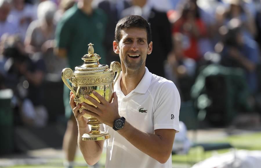 2019年溫布頓草地網球錦標賽總獎金提高,單打冠軍獎金比去年多10萬英鎊,圖為去年男單冠軍喬柯維奇。(資料照/美聯社)