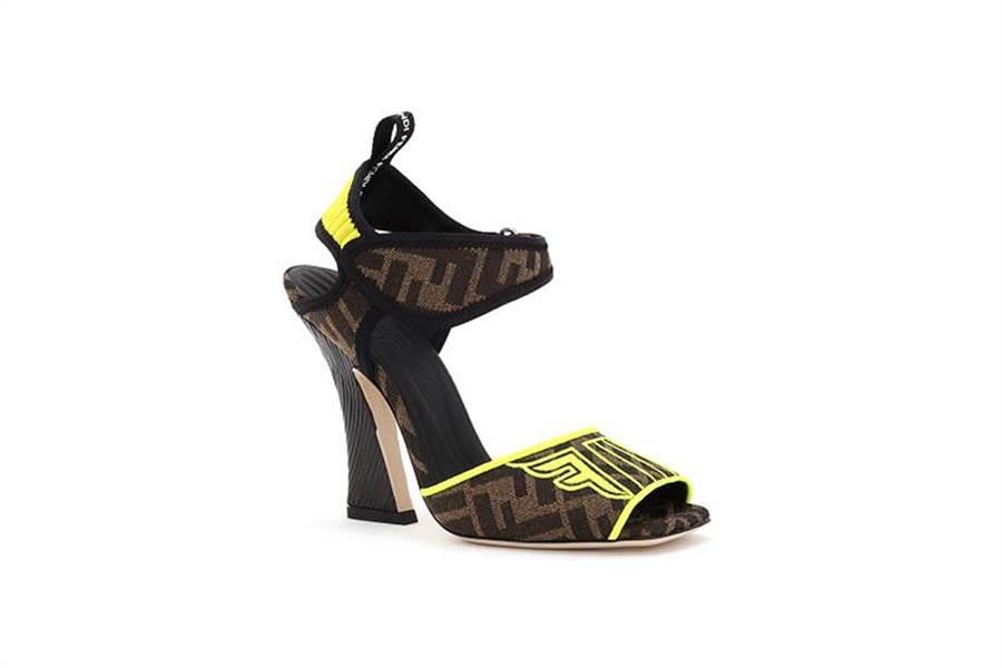 FENDI Selleria Roma Amor系列FFreedom涼鞋。