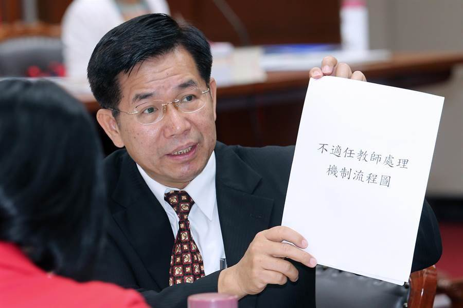教育部長潘文忠表示,學校會有教評會的處理機制,若老師因非個人表現因素而有教學不力等情事,此次修法就增加可送專審會,新增一救濟管道。(黃世麒攝)