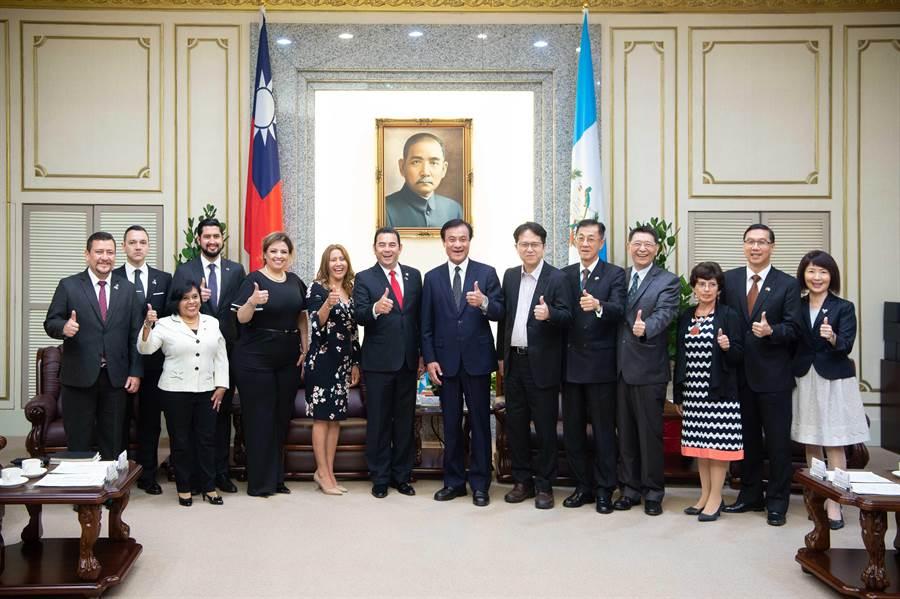 蘇嘉全會見瓜地馬拉總統。(蘇嘉全辦公室提供)