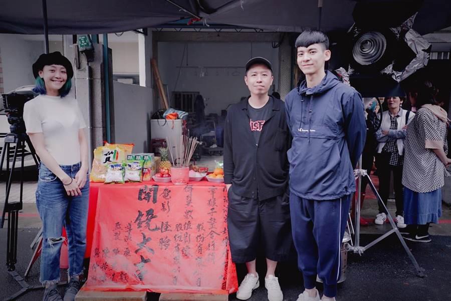 林柏宏、廖明毅在開鏡日為謝欣穎慶生。(牽猴子提供)