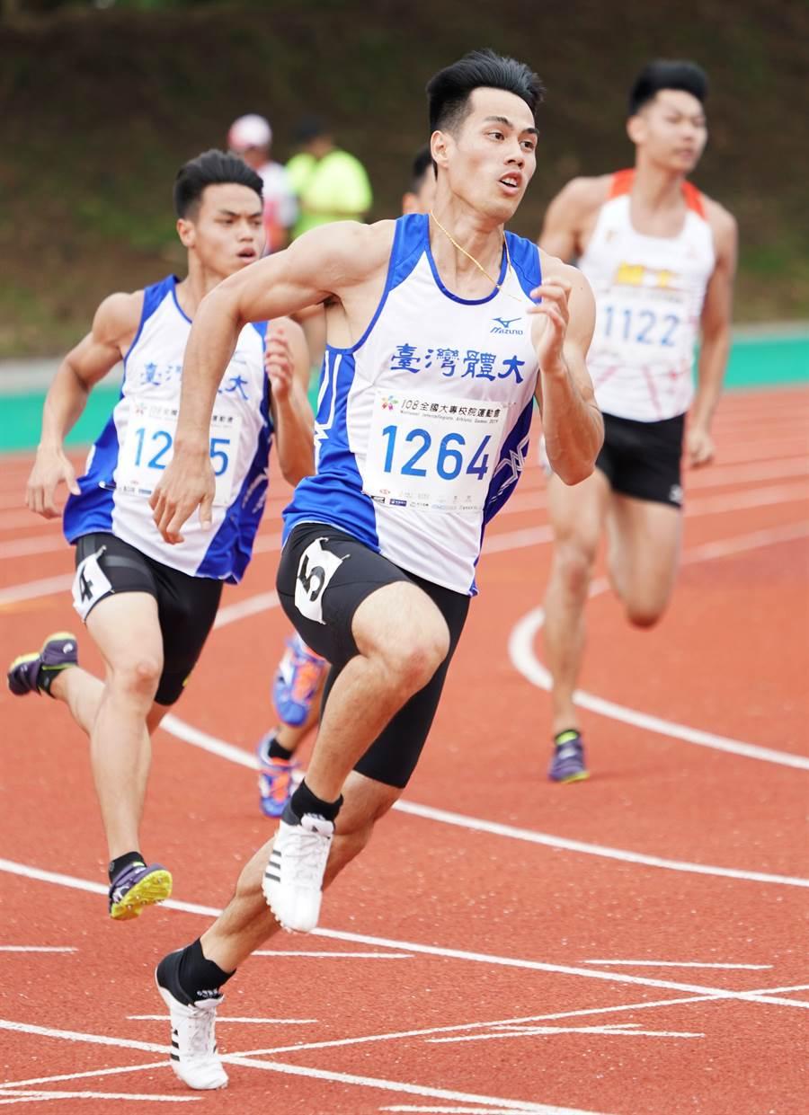 台灣體大楊俊瀚200公尺決賽中,飆出個人本季最快速20秒37,完成4連霸。(全大運提供)