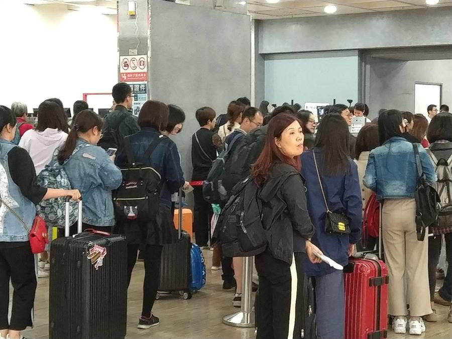 金門縣府觀光處統計,今天「小三通」入境旅客有6753人,出境也有2270人,來回總計9023人,創下「小三通」通航18年以來的歷史新高紀錄。(李金生攝)