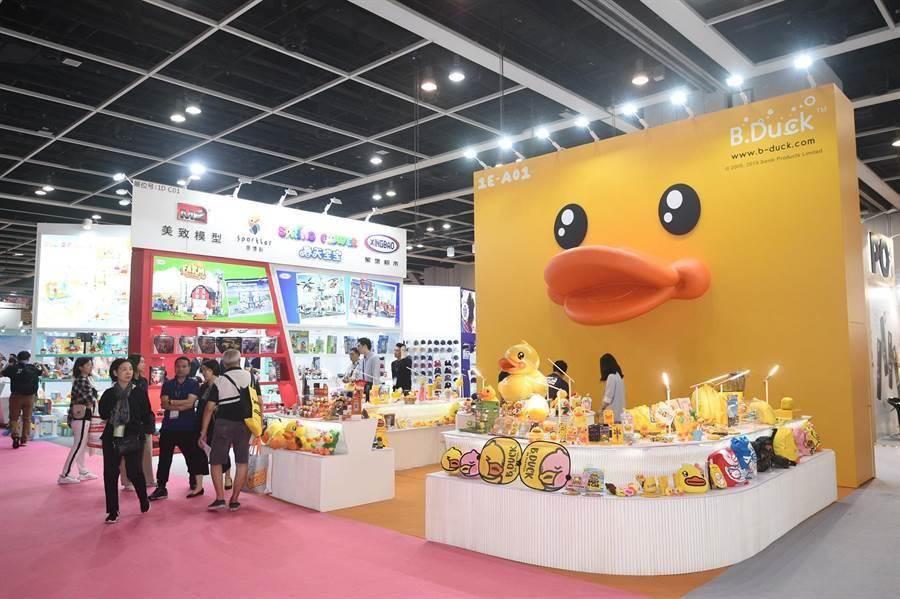 2019香港禮品及贈品展中的「卓越廊」,聚集超過140個各地品牌,圖為香港小黃鴨B.Duck。(貿協提供)
