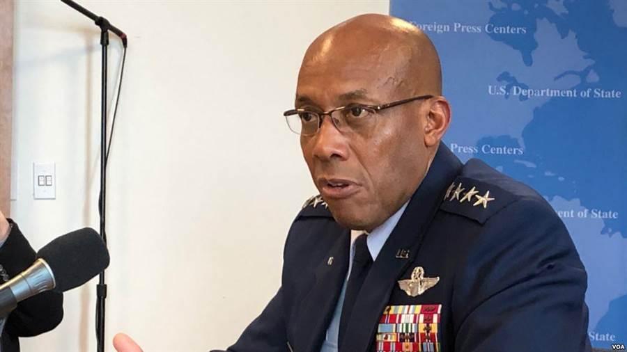 美國印度太平洋司令部空軍司令查理.布朗上將接受美國之音訪問。(圖/美國之音)