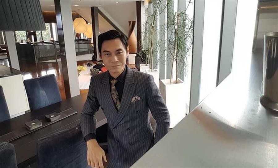 夏靖庭在《最佳利益》飾演律師事務所老闆。(取自臉書)