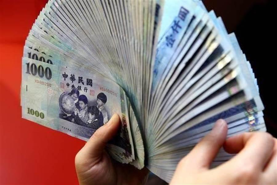 點鈔機會暗槓鈔票 過來人:超過這數字就要手工數 (示意圖/本報資料照)