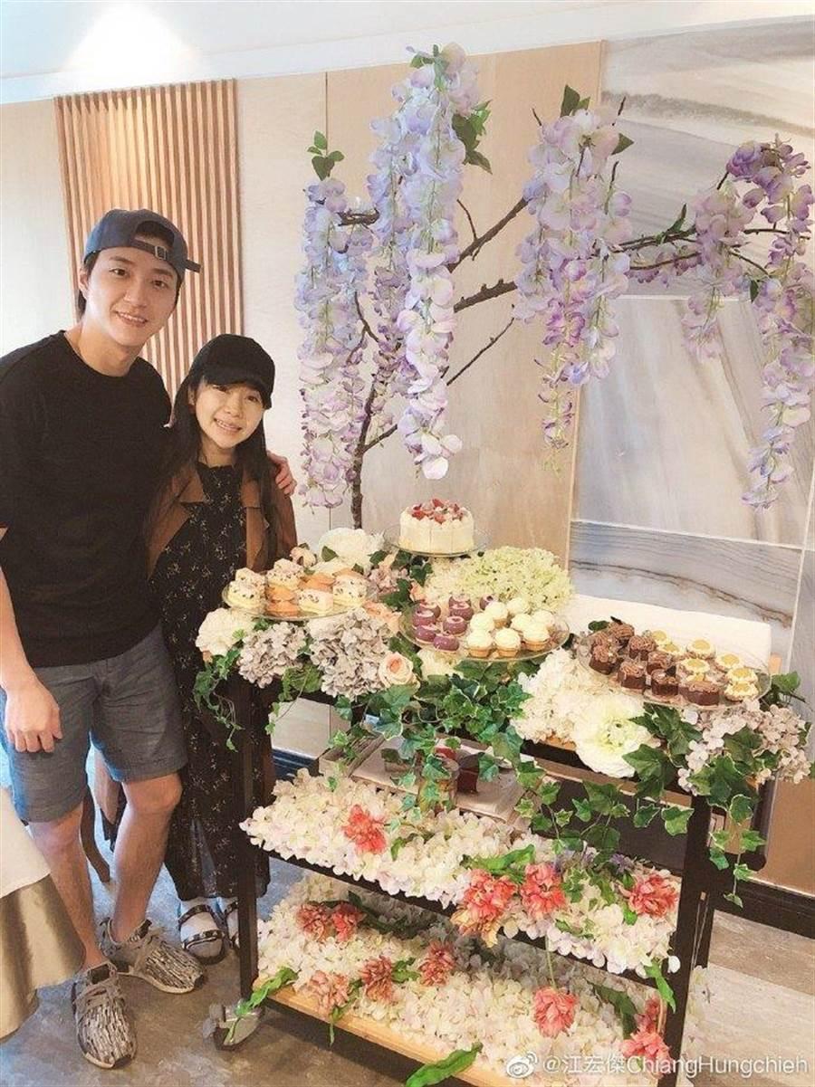 江宏傑、福原愛甜蜜慶祝在一起4周年。(圖/翻攝自微博)