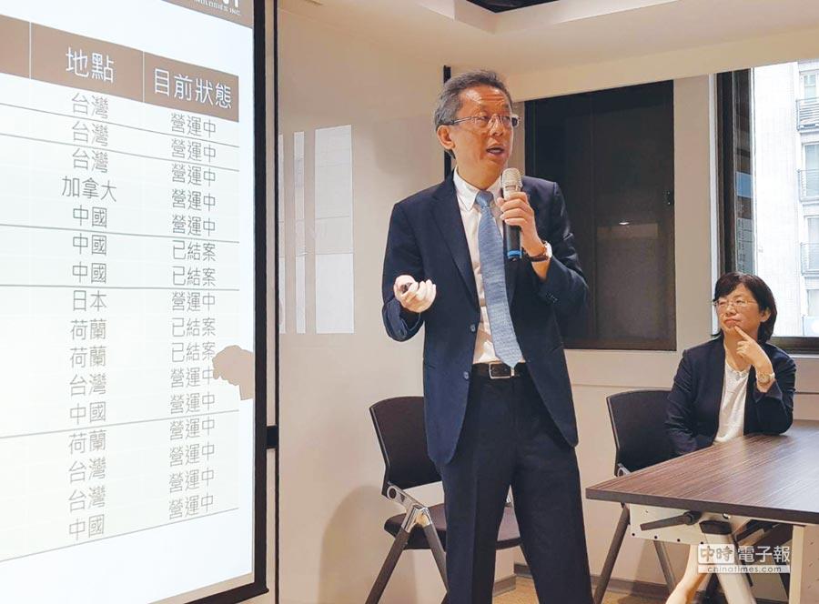智崴資訊總經理歐陽志宏30日在法說會中表示,迄今已有68套體感設備正在營運中或建置中,距離在世界各地設立100座體感設備,越來越接近。圖/顏瑞田