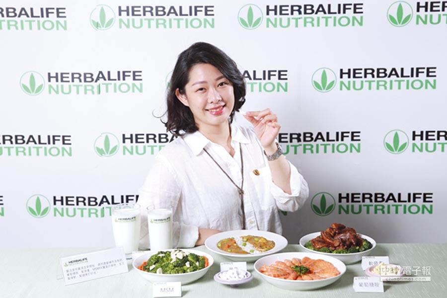 賀寶芙資深營養師林若君表示,想要從日常飲食中獲取足夠的鈣質非常困難,相當於須喝下4杯240c.c的牛奶,建議可以適時補充鈣片,並多曬太陽、多運動。圖/賀寶芙提供