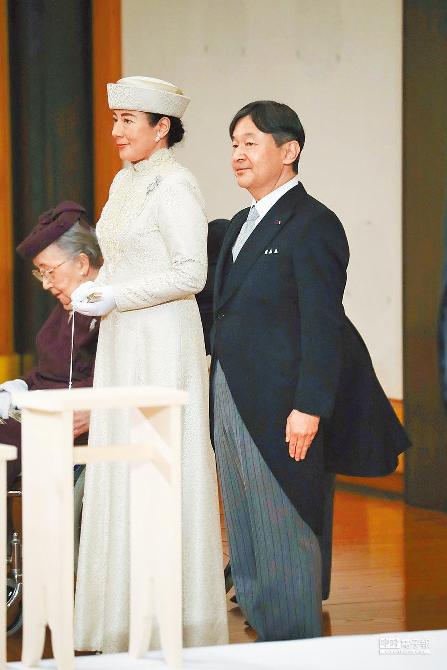 德仁皇太子與妻子雅子昨一同在參加皇宮舉辦的「退位禮正殿之儀」。德仁5月起就會正式成為天皇。(路透)