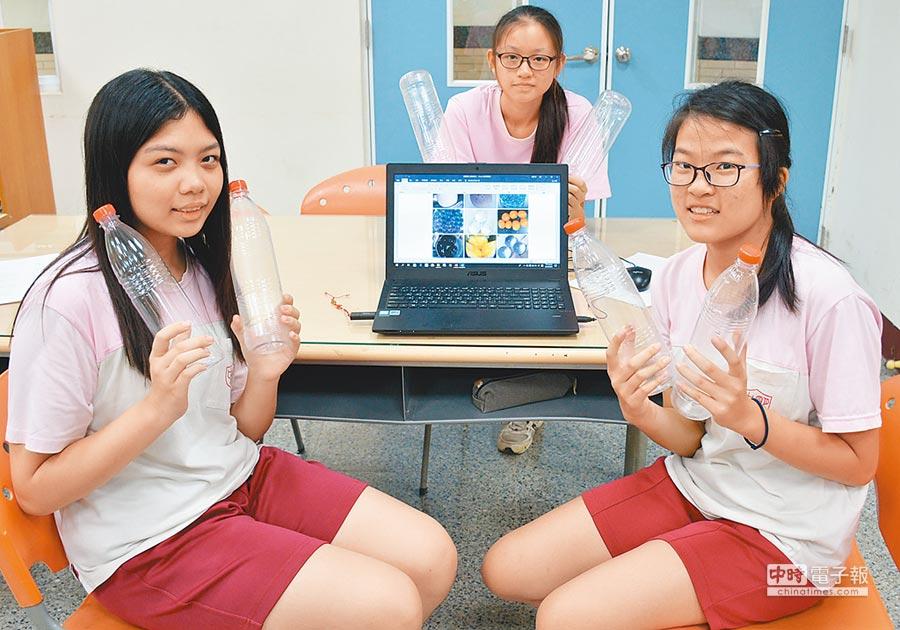 明正國中學生侯雅晴等人研發食用「水球」,盼能取代塑膠容器,為環保盡一分力。(林和生攝)