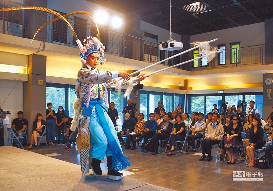 台東藝術節5月起跑,昨天請來國光劇團為精采的藝文饗宴熱身。(莊哲權攝)