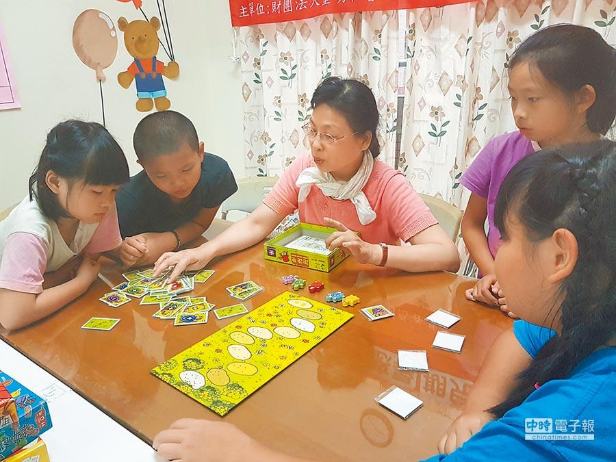 單親據點舉辦兒童團體成長營。(林雅惠翻攝)