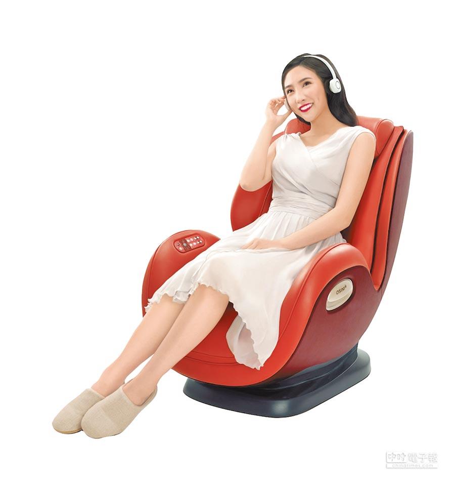 台中廣三SOGO的OSIM uDivine Mini迷你天王,原價4萬2800元,特價2萬9800元,享12期0利率。(廣三SOGO提供)