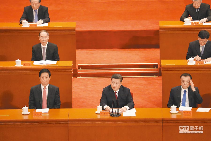 紀念五四運動100周年大會4月30日在人民大會堂舉行,大陸國家主席習近平(中)出席並發表講話。(記者呂佳蓉攝)