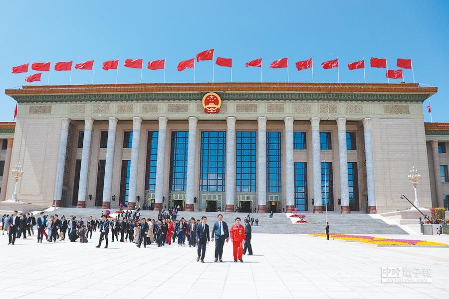 紀念五四運動100周年大會4月30日在人民大會堂舉行,此為當日大會結束後人民大會堂外圍。(記者呂佳蓉攝)