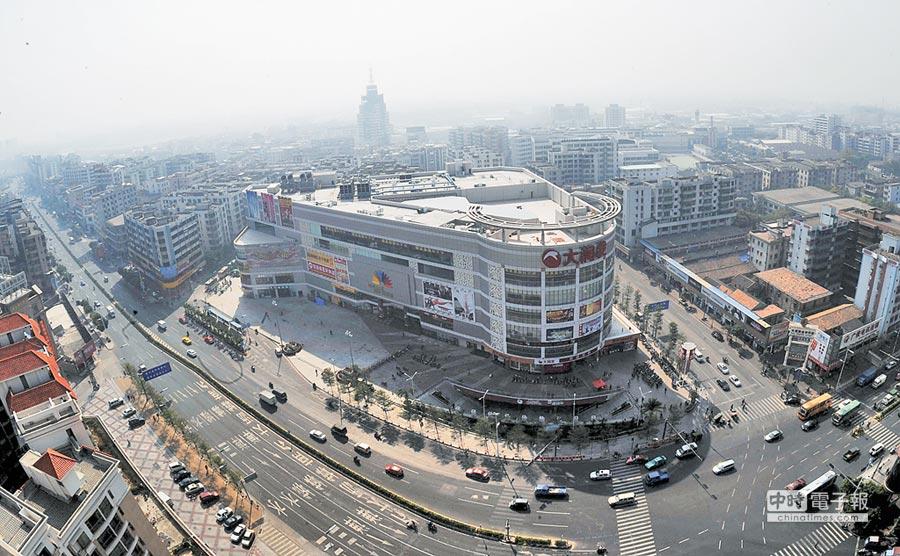 大陸建商在佛山搶地。圖為佛山商業購物中心。(新華社資料照片)