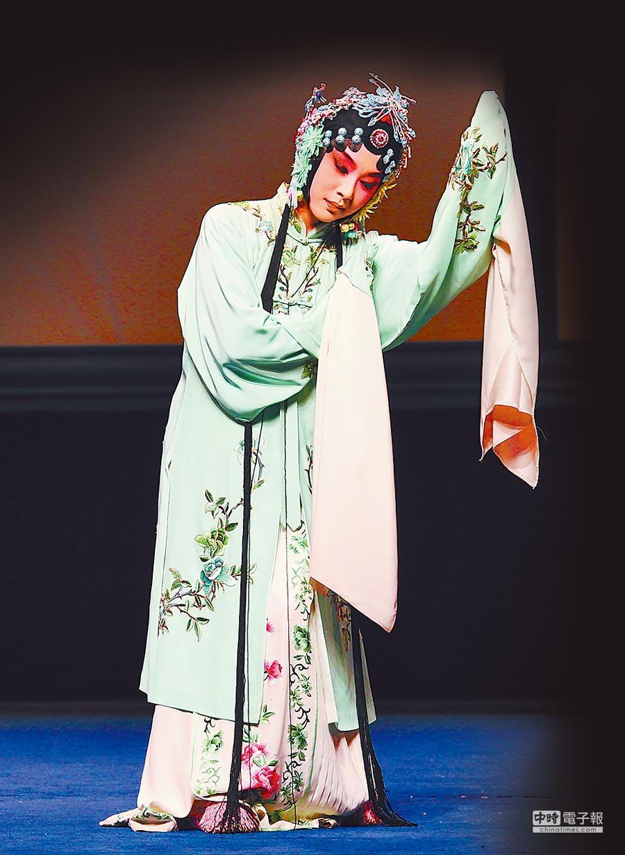 獲獎者單雯飾演的杜麗娘(《牡丹亭》),扮相明媚靚麗。(唐輝吉攝)