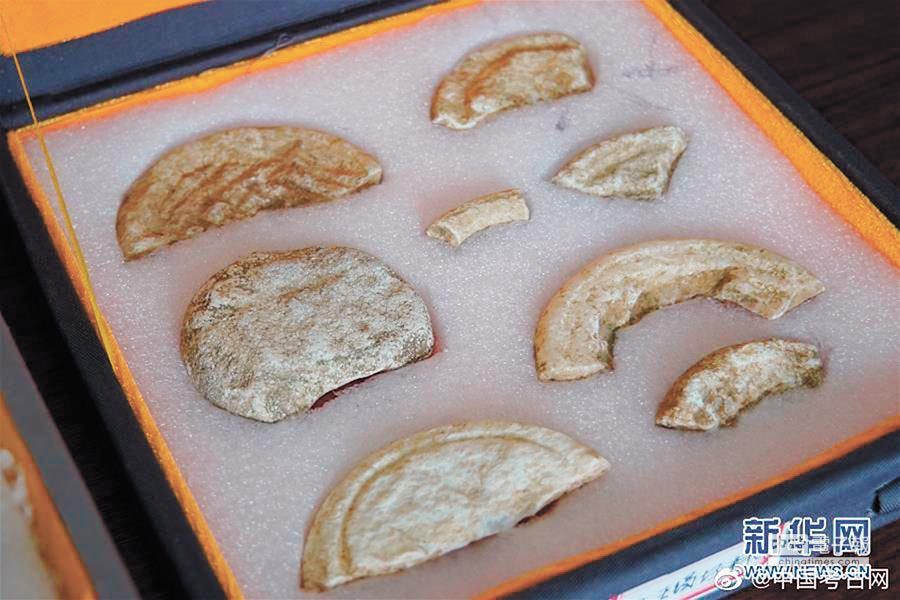 大王墓出土大量玉、石器製品。(取自新華網)