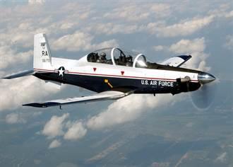 美國空軍T-6初教機墜毀 飛行員彈射成功