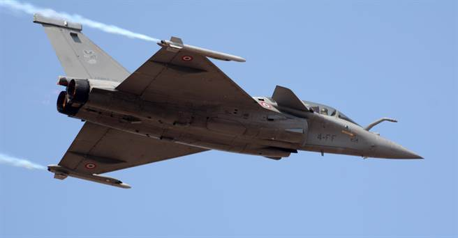 「飆風」(Rafale)戰機在印度航空展(Aero India)中現身的資料照。(達志影像/Shutterstock)