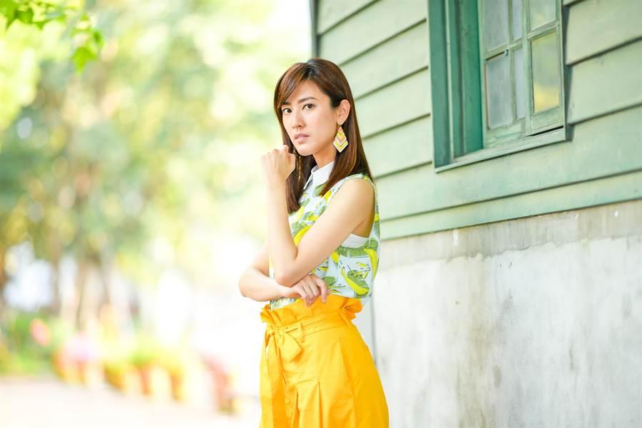 陳怡嘉新戲飾演要求完美、個性好強的菜鳥律師。(盧禕祺攝)