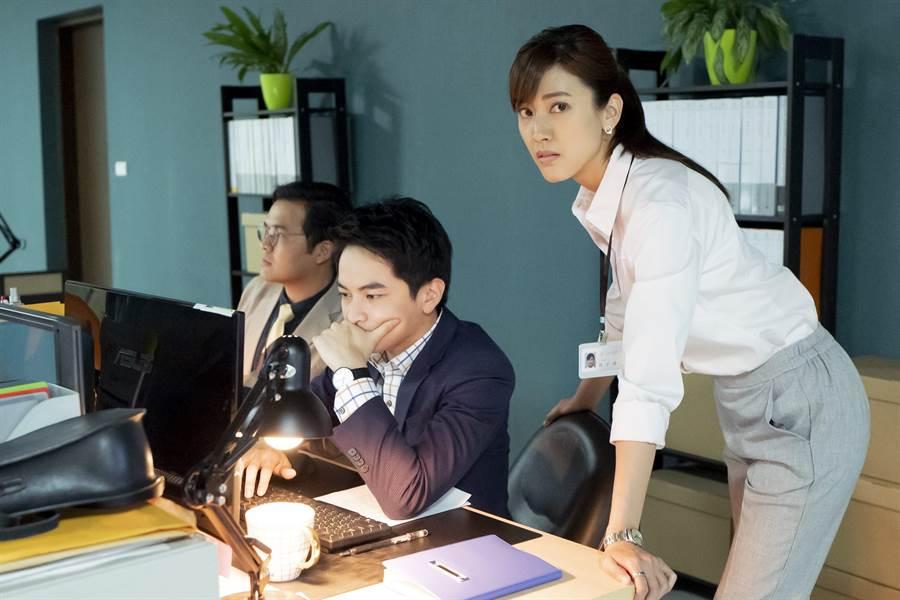陳怡嘉(右起)在《最佳利益》與楊銘威都飾演菜鳥律師。(群之噰)